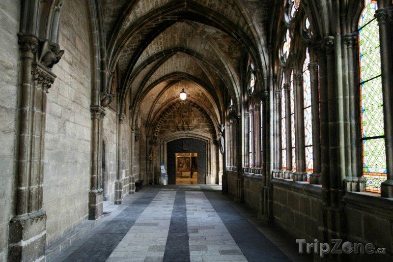 Fotka, Foto Burgos, chodba v katedrále (Španělsko)