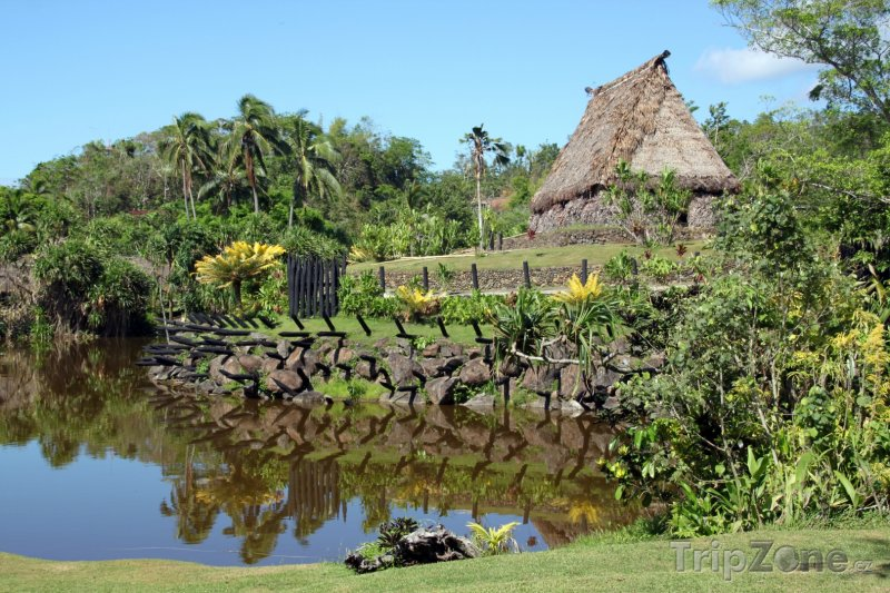 Fotka, Foto Chýše u řeky ve vnitrozemí (Fidži)