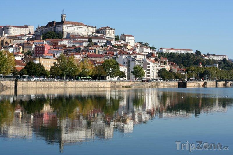Fotka, Foto Coimbra, pohled na město z řeky Mondego (Portugalsko)