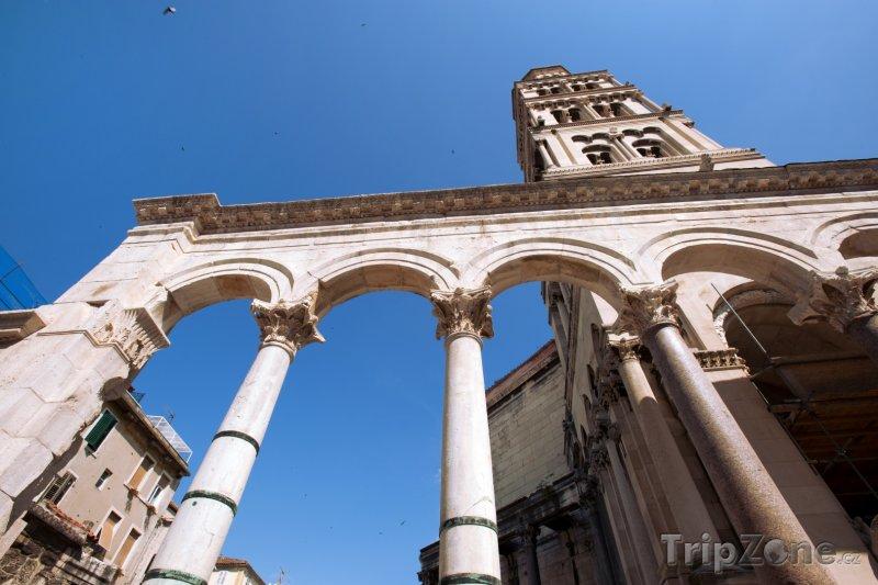 Fotka, Foto Diokleciánův palác a zvonice splitské katedrály (Chorvatsko)