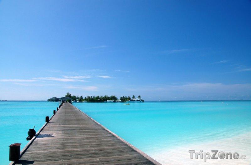 Fotka, Foto Dřevěný most přes tyrkysovou lagunu (Maledivy)