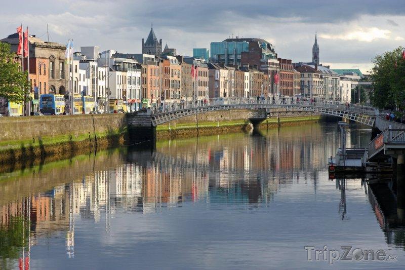 Fotka, Foto Dublin, nábřeží řeky Liffey (Dublin, Irsko)