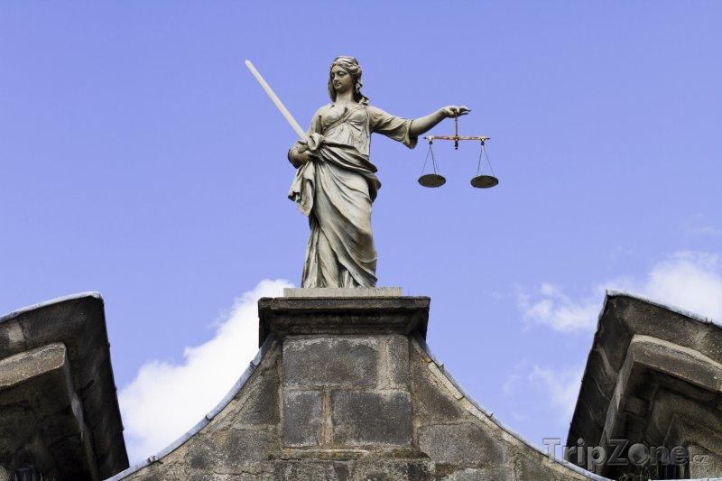 Fotka, Foto Dublin, socha Spravedlnosti na hradě (Dublin, Irsko)