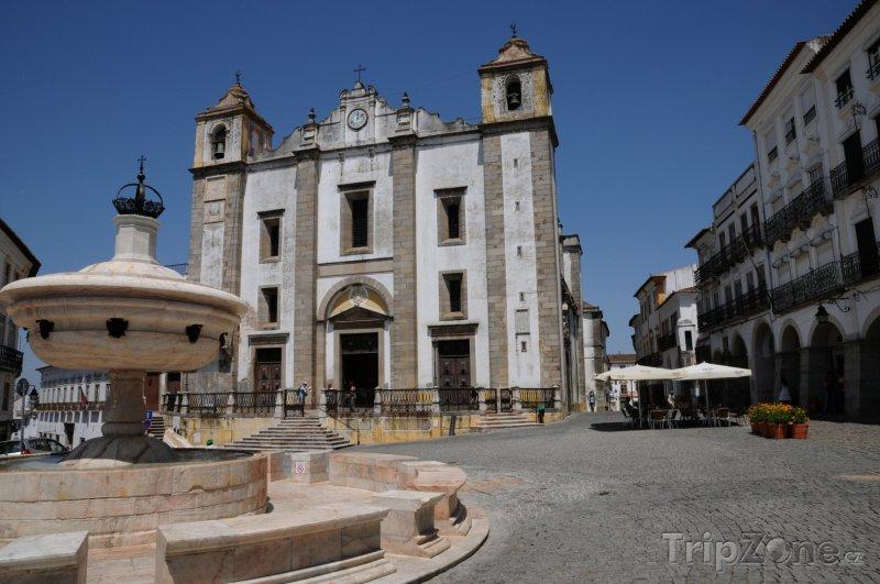 Fotka, Foto Évora, náměstí Giraldo (Portugalsko)