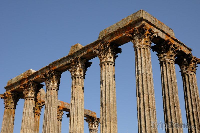 Fotka, Foto Évora, ruiny antického chrámu (Portugalsko)