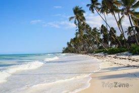 Exotická pláž na ostrově Zanzibar
