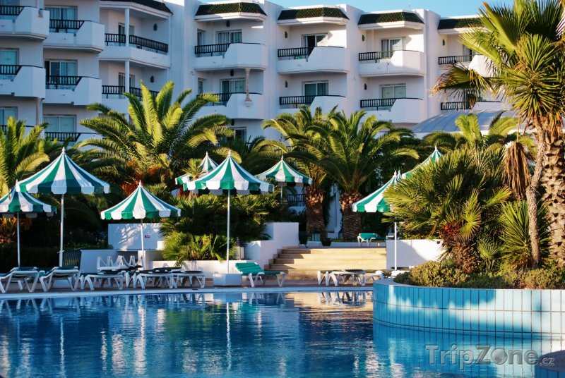Fotka, Foto Hotelový bazén ve městě Mahdia (Tunisko)