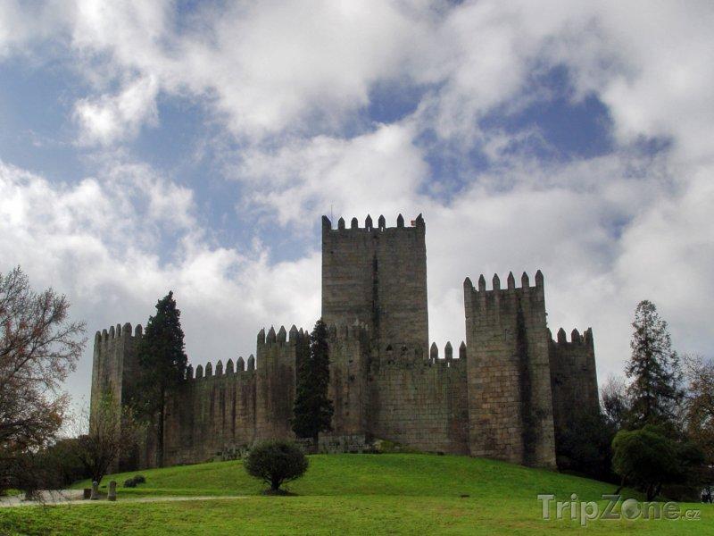Fotka, Foto Hrad ve městě Guimaraes (Portugalsko)