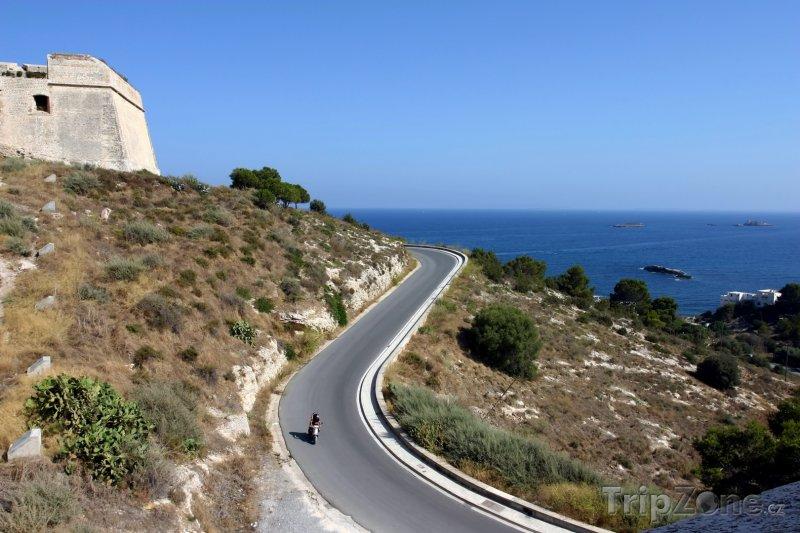 Fotka, Foto Ibiza, silnice u pobřeží (Ibiza, Španělsko)