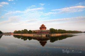 Jedna z věží zakázaného města v Pekingu