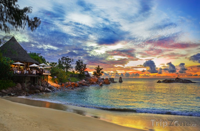 Fotka, Foto Kavárna u pláže před západem slunce (Seychely)