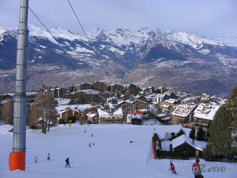 Fotka, Foto Les 4 Vallées, dolní úsek sjezdovky v Nendazu (Švýcarsko)