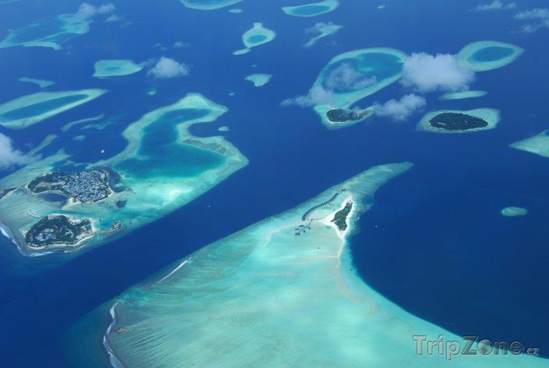 Fotka, Foto Letecký snímek korálových ostrůvků (Maledivy)