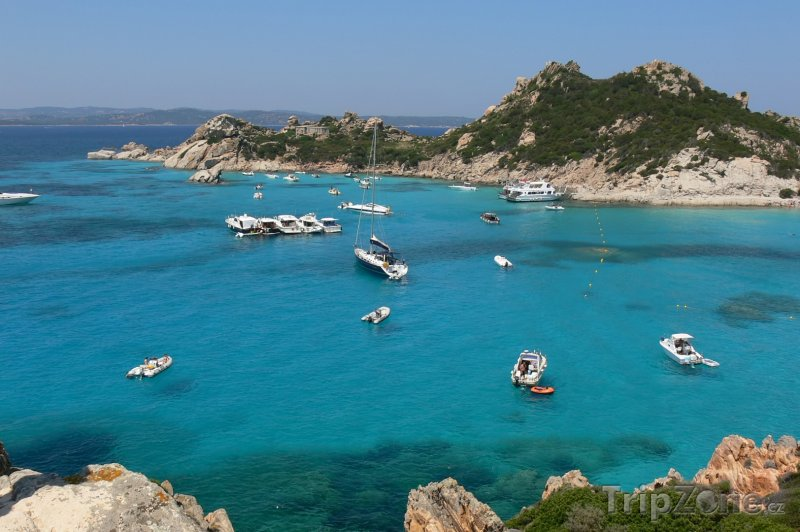 Fotka, Foto Lodě na pobřeží Sardinie (Sardinie, Itálie)