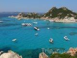 Lodě na pobřeží Sardinie