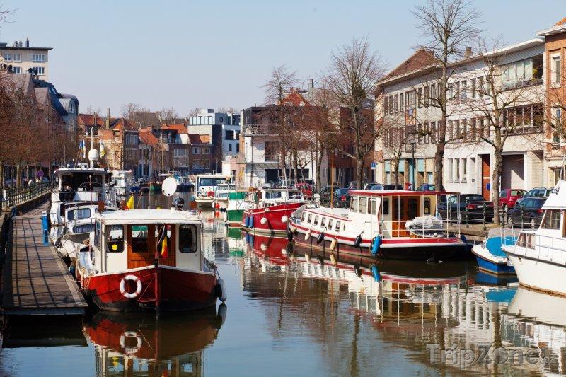 Fotka, Foto Mechelen, lodě na kanálu (Belgie)