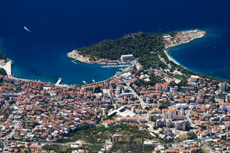 Fotka, Foto Město Makarska z ptačí perspektivy (Chorvatsko)