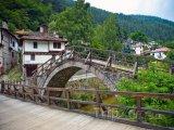 Most ve vesnici Široka Laka