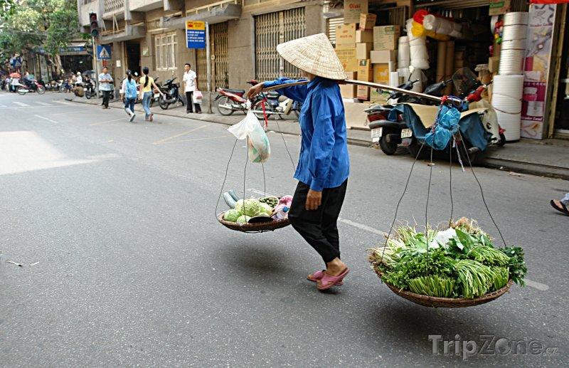 Fotka, Foto Obchodník na ulici Hanoje (Vietnam)