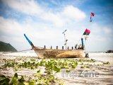 Ostrov Ko Tao - loď na pláži