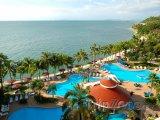 Pattaya, bazény a bary u pláže