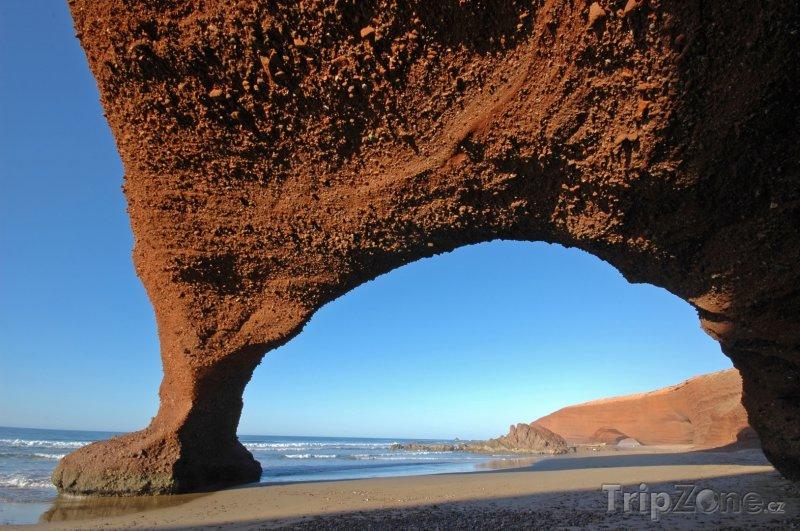 Fotka, Foto Pískovcový oblouk na pláži (Maroko)