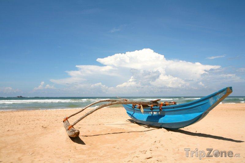 Fotka, Foto Pláž Bentota s loďkou (Srí Lanka)