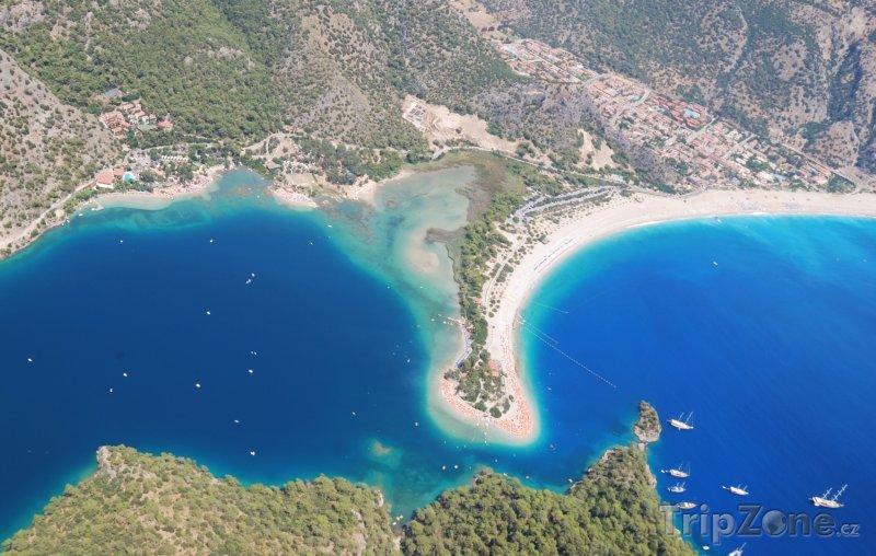 Fotka, Foto Pláž Ölüdeniz z ptačí perspektivy (Egejská riviéra, Turecko)