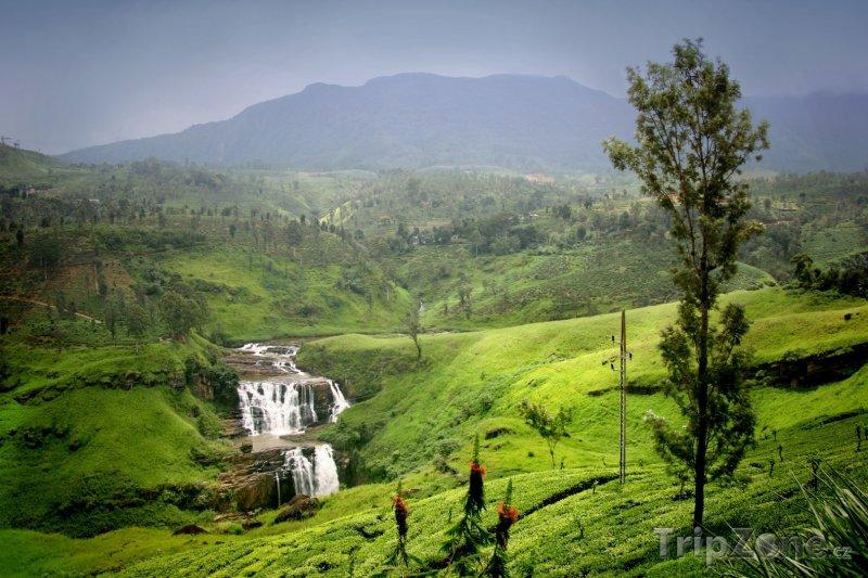 Fotka, Foto Pohled do krajiny a na vodopád St. Claire (Srí Lanka)