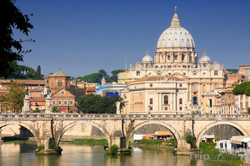 Fotka, Foto Pohled na baziliku sv. Petra (Řím, Itálie)