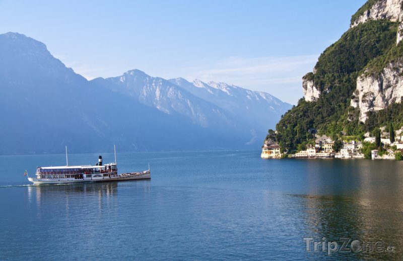 Fotka, Foto Pohled na jezero Lago di Garda (Itálie)