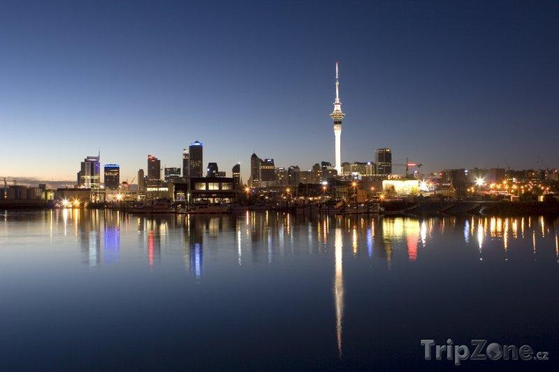 Fotka, Foto Pohled na noční Auckland (Nový Zéland)
