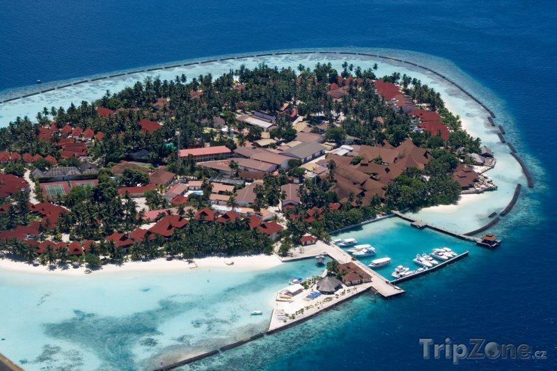 Fotka, Foto Pohled na obydlený atol z letadla (Maledivy)