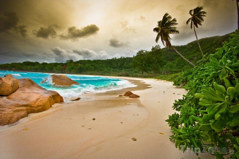 Fotka, Foto Pohled na pláž před bouří (Seychely)