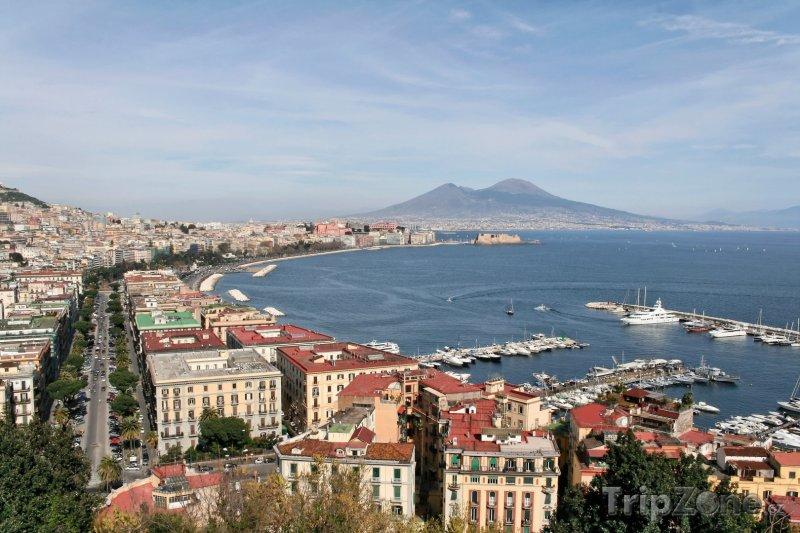 Fotka, Foto Pohled z Neapole na sopku Vesuv (Neapol, Itálie)