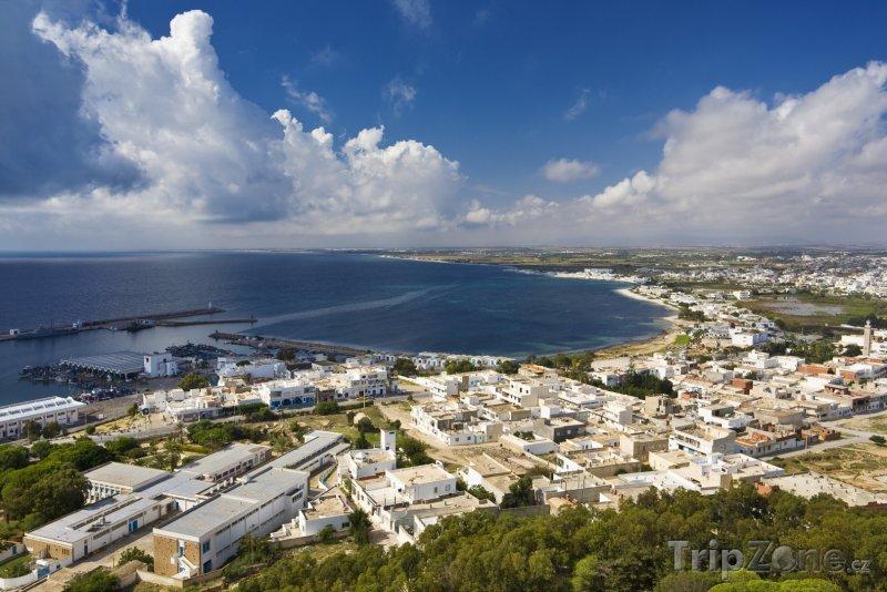 Fotka, Foto Pohled z výšky na město Kelibia (Tunisko)