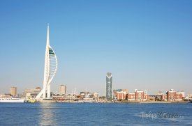 Portsmouth, Spinnaker Tower v přístavu
