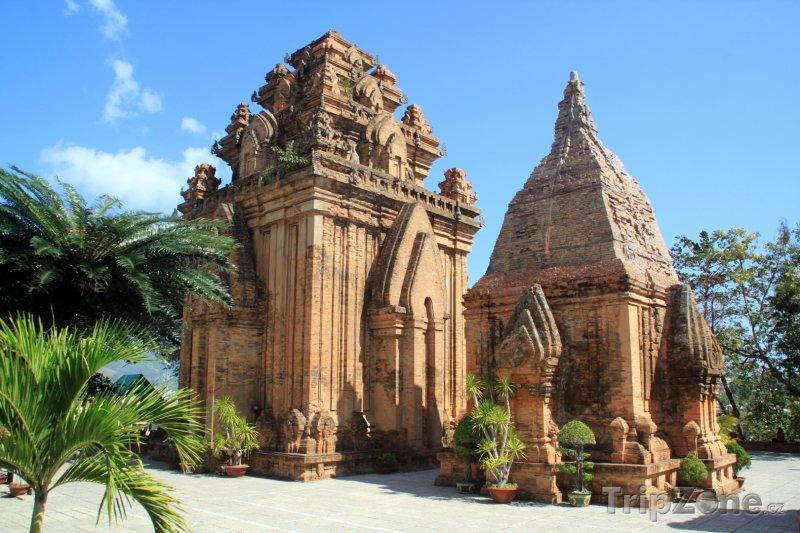 Fotka, Foto Pozůstatky čamské věže Po Nagar ve městě Nha Trang (Vietnam)