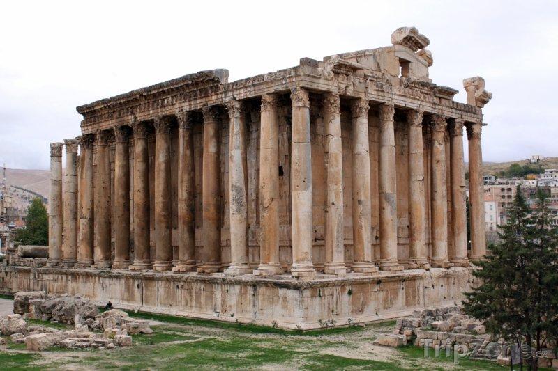 Fotka, Foto Pozůstatky chrámu Baahus v Baalbecku (Libanon)