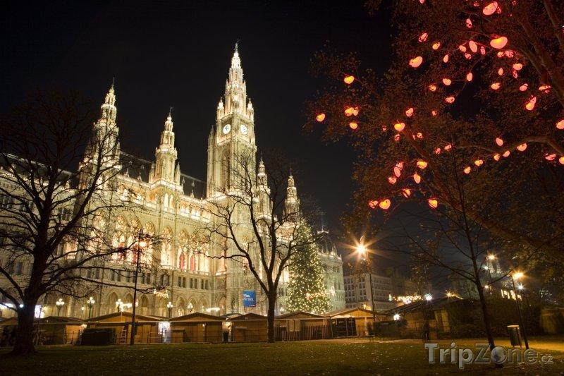 Fotka, Foto Radnice během vánočních trhů (Vídeň, Rakousko)