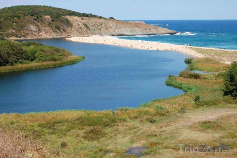 Fotka, Foto Řeka Veleka, vlévající se do moře u města Sinemorec (Jižní pobřeží, Bulharsko)
