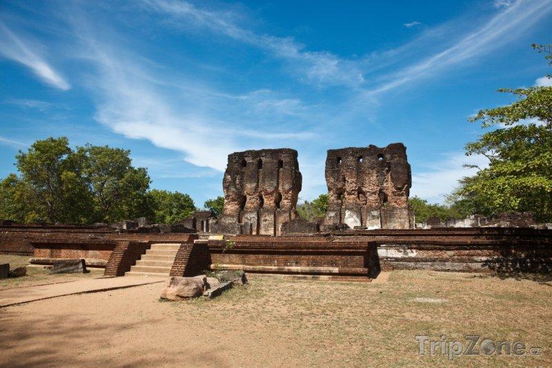 Fotka, Foto Ruiny Královského paláce ve starověkém městě Polonnaruwa (Srí Lanka)