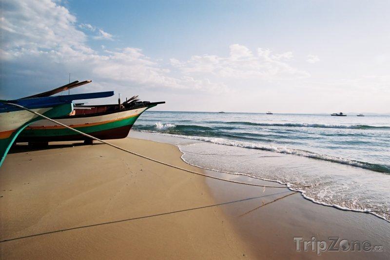 Fotka, Foto Rybářské lodě na tuniské pláži (Tunisko)