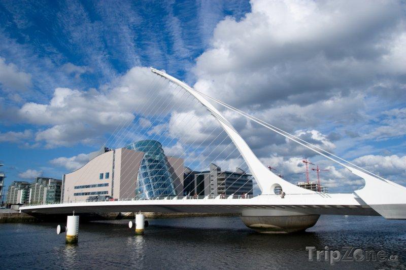 Fotka, Foto Samuel Beckett Bridge v Dublinu (Dublin, Irsko)