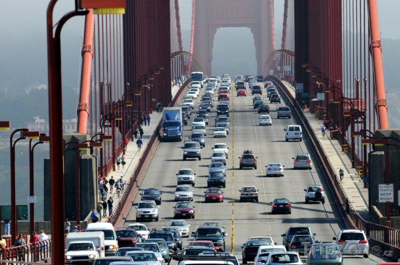 Fotka, Foto San Francisco, čilý provoz na Golden Gate Bridge (USA)