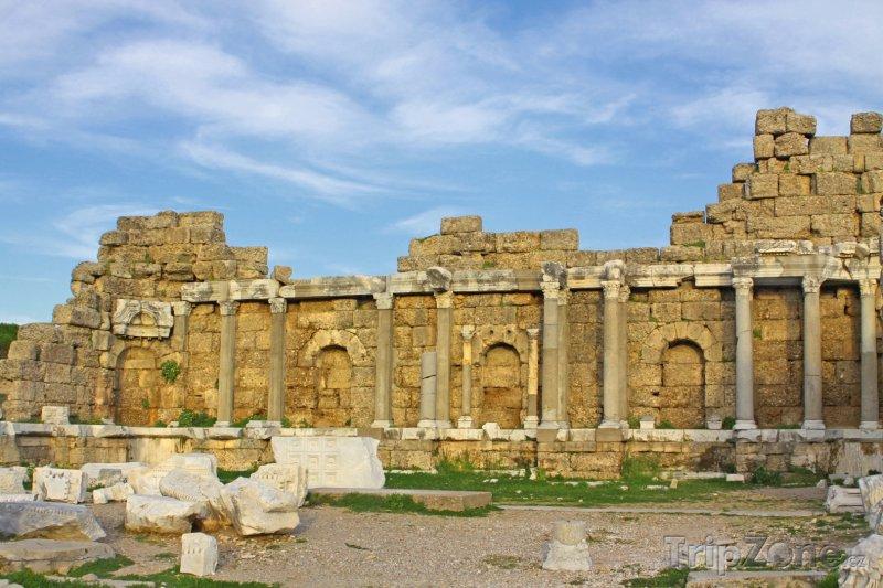 Fotka, Foto Side, ruiny římského chrámu (Turecká riviéra, Turecko)