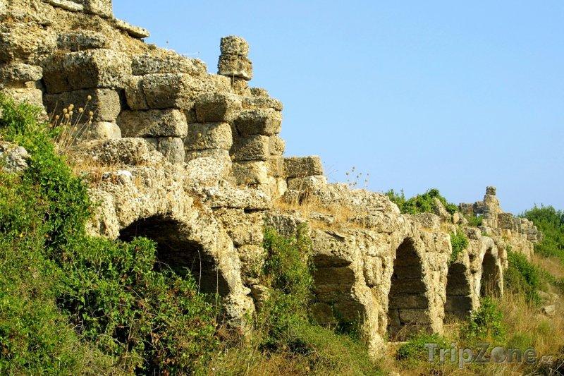 Fotka, Foto Side, zbytky akvaduktu (Turecká riviéra, Turecko)