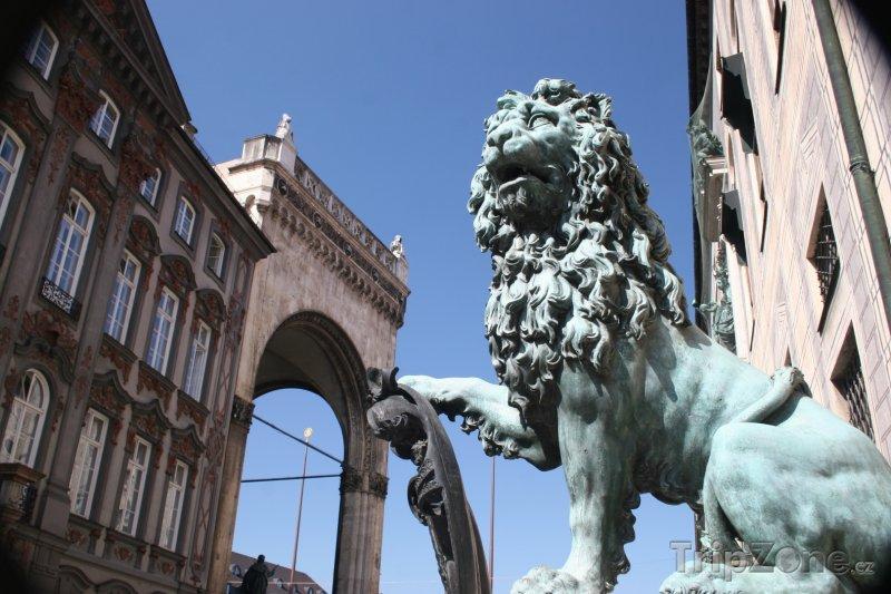 Fotka, Foto Socha lva na Odeonplatz (Mnichov, Německo)
