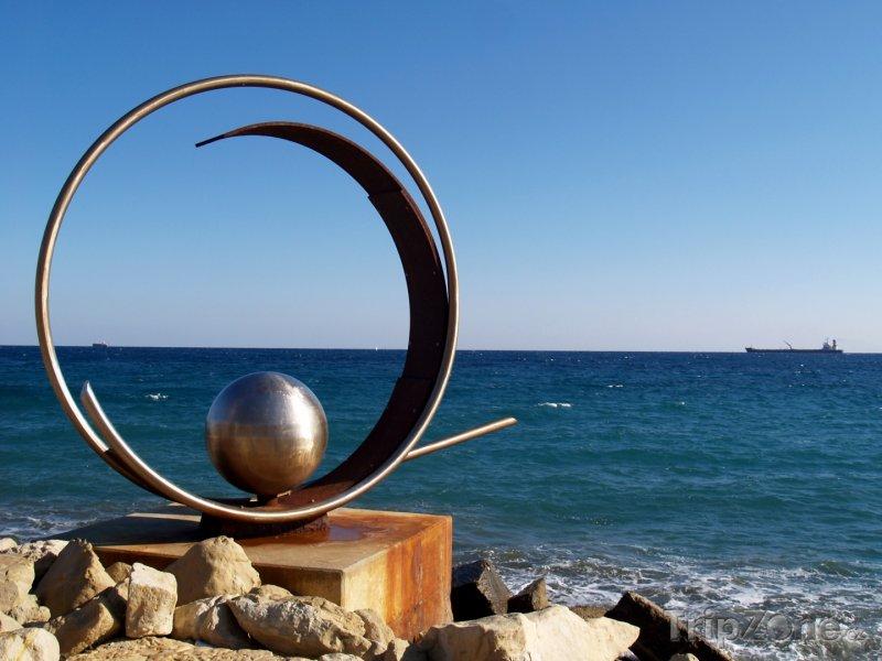 Fotka, Foto Socha na pobřeží Limassolu (Kypr)