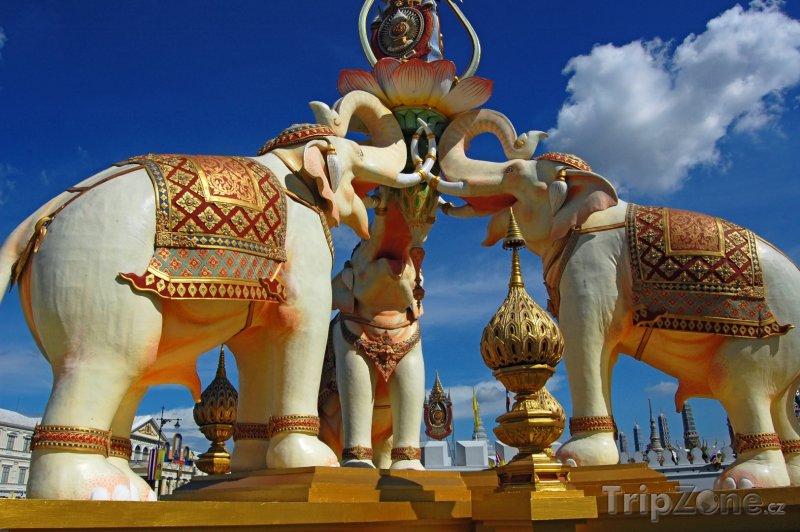 Fotka, Foto Sochy slonů v Bangkoku (Thajsko)